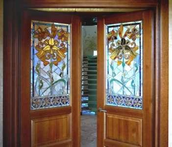 Преимущества использования натуральной древесины в изготовлении межкомнатных дверей